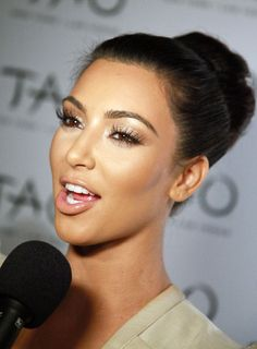 Kim Kardashian: White/nude shimmer lid + spider lashes + defined upper lid + contoured/highlighted face + bronzy cheeks + nude lip