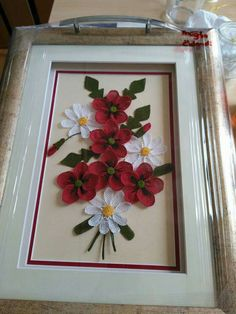 This Pin was discovered by Hay Diy Flowers, Flower Decorations, Diy And Crafts, Arts And Crafts, Filet Crochet, Quilling, Table Runners, Projects To Try, Frame