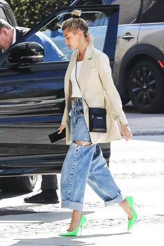 The 11 Best Celebrity Outfits of Spring 2019 Who What Wear Italian Street Style, Nyc Street Style, Rihanna Street Style, European Street Style, Looks Street Style, Street Chic, Paris Street Style Summer, Street Styles, Minimalist Street Style