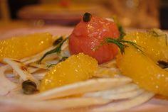 Perle di Salmone su carpaccio di finocchio, arancia e semi di zucca tostati