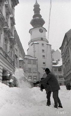 Bratislava, Spirituality, Retro, Street, Historia, Viajes, Spiritual, Retro Illustration, Walkway