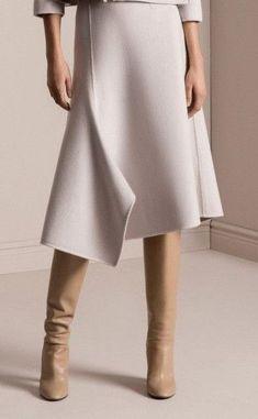 61 ideas dress elegant white skirts for 2019 Modest Fashion, Fashion Outfits, Womens Fashion, Fashion Skirts, Moda Rock, Skirts With Boots, White Skirts, Fashion Details, Fashion Design