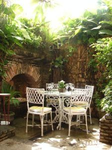 Progressive dinner parties: the modern potluck. Progressive Dinner, Outdoor Tables, Outdoor Decor, Party Themes, Party Ideas, Theme Parties, Backyard, Patio, Best Mattress