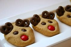 Peanut Butter Reindeer Cookies plus 19 other Christmas Cookie Exchange Recipes. Six Sisters' Stuff: Fresh Food Friday: Cute Christmas Cookies, Reindeer Cookies, Christmas Desserts Easy, Christmas Cookie Exchange, Holiday Treats, Christmas Treats, Holiday Recipes, Reindeer Christmas, Holiday Cookies
