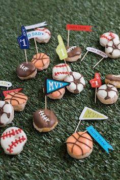 Celebrate the men in your life this June with Father's Day Sports Donuts! Donuts are always a crowd pleaser and will surely bring a smile to Dads everywhere Mothers Day Crafts For Kids, Fathers Day Crafts, Gifts For Kids, Basketball Birthday, Sports Birthday, 5th Birthday, Father's Day Activities, Homemade Fathers Day Gifts, Donut Decorations