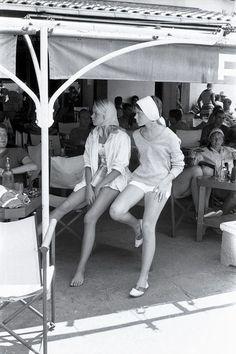 The golden age of Saint-Tropez captured by Willy Rizzo - Page 2 Saint Tropez, Jack Nicholson, Brigitte Bardot, Vogue Paris, St Tropez France, Exposition Photo, France Photography, White Photography, Provence