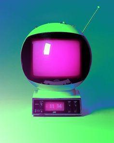 I love this space age tv New Retro Wave, Retro Waves, Vaporwave, Poste Radio, Look Vintage, Vintage Tv, Space Age, Pics Art, Neon Colors