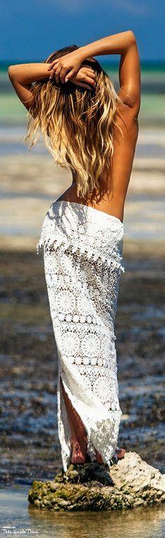 Très Haute Diva ♔ #Plumeria #Swimwear Lace Beach Cover Saroz  model: Samantha Hoopes