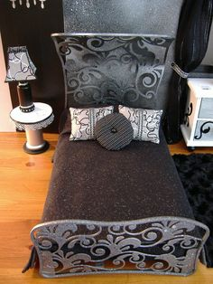 1000 ideas about monster high beds on pinterest monster high monster high dolls and monster. Black Bedroom Furniture Sets. Home Design Ideas