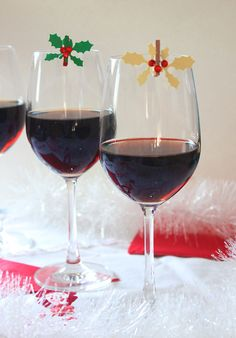 Christmas Wine Markers in 10 minutes or Less! Celebrate Life, Christmas Wine, Red Wine, Alcoholic Drinks, Glass, Creative, Alcoholic Beverages, Drinkware, Red Wines