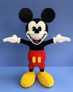 Don't Step On the LEGOs — pimpmybricks: Mickey Mouse by Parks and Wrecked. Walt Disney, Lego Disney, Lego Mickey Mouse, Lego Design, Big Lego, Lego Sculptures, Amazing Lego Creations, Lego People, Lego Craft