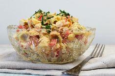 Paperivuoka: Ananas-broileri-pastasalaatti Sweet And Salty, Fodmap, Sweet Life, Potato Salad, Serving Bowls, Food And Drink, Easy Meals, Menu, Cooking Recipes