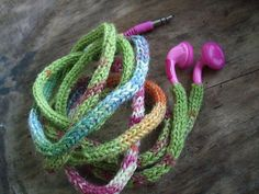 Ravelry: No More Tangles Earphones pattern by Mia Dehmer / VickeVira