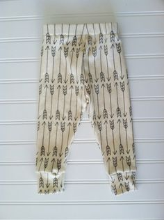 organic cotton leggings with grey arrows