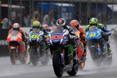 Jorge Lorenzo has not even reached the Ducati but his hiring now raises criticism. This time it was the most responsible KTM, Stefan Pierer, to do so, noting the lack of capacity that the Spanish have shown to be competitive in the rain.  'Ducati will pay 12 million to a pilot who can not run in the rain. They are not sure that will be able to win the World Cup, because when it rains, Lorenzo goes into crisis. Also will not have the best bike ' said the official, quoted by Marca newspaper.