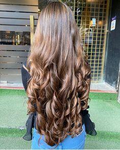 Women with Beautiful Hair Big Curls For Long Hair, Long Brown Hair, Very Long Hair, Long Curly Hair, Long Curls, Wavy Hair, Curly Hair Styles, Beautiful Long Hair, Gorgeous Hair