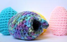Crochet Easter egg with secret pocket - free pattern