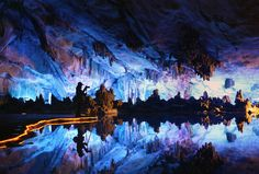 """Photographer in the cave"" por Woosra Kim"