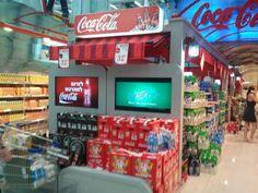 PLV de Cocacola, incluye una television que hara que te acerques a ella y por lo tanto hay mas posibilidades de compra