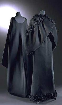 Robe du soir et cape en gazar de soie, vers 1960,don Mrs Ava Gardner, Victoria & Albert Museum, Londres