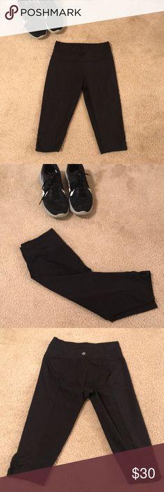 Lululemon Capris Size 6 Lululemon crops; excellent condition; 77% nylon 23% Lycra spandex lululemon athletica Pants Leggings