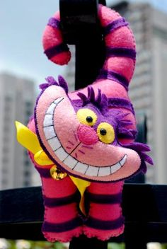 moldes de gato da alice no pais das maravilhas - Pesquisa Google Alice In Wonderland Crafts, Embroidered Gifts, Felt Baby, Cat Doll, Mad Hatter Tea, Sewing Toys, Felt Toys, Xmas Ornaments, Felt Christmas