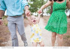 What a fun family photo shoot with this happy baby girl! See the full shoot on theprettyblog.com Photography: Filda Konec Photography |