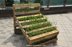 Now what about this wooden pallet recycled vertical garden? Well, this could be perfect substitute to a full fledge green landscape. Not all of us are provided with larger plots of land to be turned in garden, in this situation we can put the shipping pallets to the task.