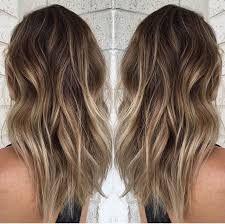 Dark roots hair inspiration in 2019 прически Balayage Hair Dark Blonde, Balayage Hair Brunette Caramel, Balayage Hair Blonde Medium, Hair Color Balayage, Balayage Hairstyle, Langer Bob Balayage, Beach Hair Color, Dark Roots Hair, Dark Hair
