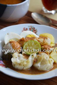 Diah Didi's Kitchen: Tips Membuat Siomay Ikan Lebih Empuk Halal Recipes, Fish Recipes, Seafood Recipes, Asian Recipes, Appetizer Recipes, Cooking Recipes, Asian Foods, Snack Recipes, Indonesian Desserts