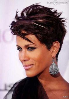 Coupes de cheveux courtes exceptionnelles pour les dames aux cheveux foncés