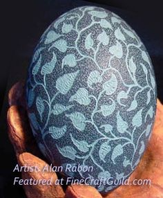 I came across these amazing sculpted goose eggs by master carver Alan Rabon just by chance. He has made several eggs for the White House and all Egg Crafts, Easter Crafts, Carved Eggs, Hand Carved, Emu Egg, Egg Shell Art, Dremel Projects, Easter Egg Designs, Quail Eggs