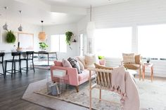 New Living Room, Living Room Interior, Living Room Furniture, Home Furniture, Living Room Decor, Bedroom Decor, Bedroom Inspo, Furniture Design, Decoracion Vintage Chic