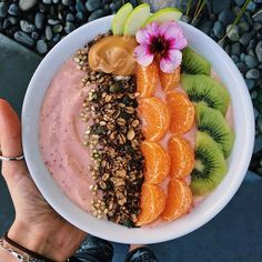 instagram: @aspoonfulofruby Daily smoothie bowl before facing the cake mess in the kitchen ⚡️