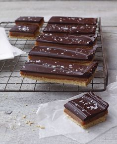 chocolate fleur-de-sel caramels...this recipe, sans the crust = sinful (don't forget to butter / parchment paper the pan!)