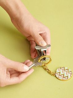 Struggling to get a new key on your key ring? Here's a trick that works. #LifeHacks #DoubleDuty