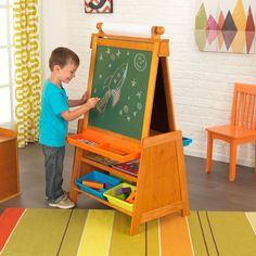 Caballete pizarra ajustable en altura de la marca KidKraft. Fabricado en madera es ideal para decoración infantil.
