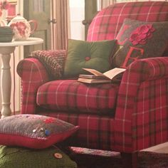 Tartan comfort, with a pot of tea and a good book Tartan Decor, Tartan Plaid, English Decor, Cabin Furniture, Cozy Cabin, Soft Furnishings, Warm And Cozy, Decoration, Living Room Decor