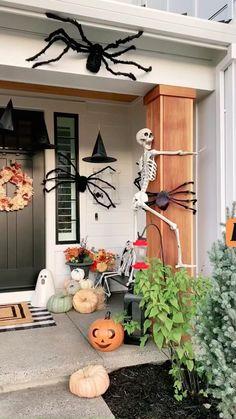 Huge Spiders, Halloween Costumes, Halloween Signs, Halloween Themes, Halloween Games For Adults, Kids Halloween Crafts, Hallowen Party, Adult Halloween Party, Halloween Inspo
