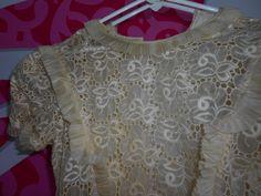 Otro hermoso vestido de primera comunión con tradición familiar de Abuela a Nieta. llegó a su restauración
