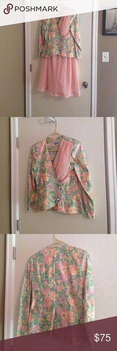 Vintage floral blazer pink skirt set size 8 In great condition vintage floral blazer pink skirt set size 8 brand is Opening Night! Sku 675 Vintage Skirts