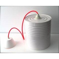 Lámpara enlatada reciclada fluor    Una idea muy original, latas recilcadas convertidas en puntos de luz con el toque más cool gracias al cable fluorescente.   Medidas: Diámetro - 23,5cm