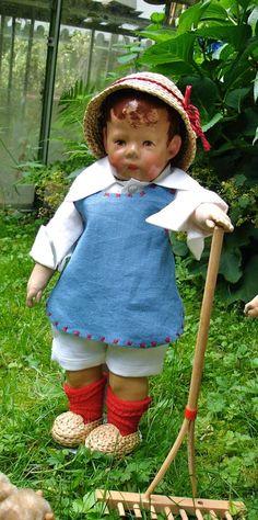 "Felix ist jetzt mal ""Fritz, der Gärtner""... Dolly World, Old Dolls, Vintage Dolls, Watering Cans, Fritz, Boudoir, Temple, Bears, German"