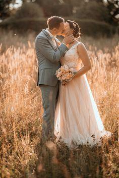 Girls Dresses, Flower Girl Dresses, Mr Mrs, Wedding Dresses, Flowers, Fashion, Dresses Of Girls, Bride Dresses, Moda