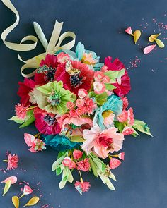 Espectacular este ramo de flores de papel!!  Married To Craft / THUSS + FARRELL   Rebecca Thuss and Patrick Farrell