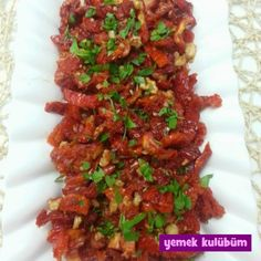 Yaz aylarının en çok sorulan sorusu; kolay kahvaltılık kuru domates nasıl yapılır, tarifi nedir, farklı bir yapımı var mıdır. Bu resimli tarifimiz oldukça pratik.