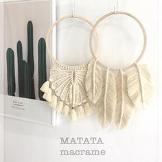 Special thank to . Macrame Knots, Micro Macrame, Diy Dream Catcher Tutorial, Bedroom Crafts, Creation Deco, Macrame Design, Crochet Cross, Macrame Projects, Macrame Tutorial