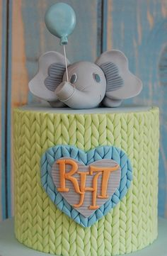 Fondant Tutorials Knitted Pattern layover - CakesDecor - A fondant and sugarpaste based knitted pattern to add that 'warm and fuzzy' feeling to your christening cake, first birthday cake or a baby shower cake… Girls First Birthday Cake, 60th Birthday Cakes, Cake Decorating Techniques, Cake Decorating Tutorials, Fondant Cakes Kids, Fondant Tips, Cupcakes, Cupcake Cakes, Knitting Cake