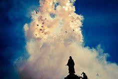 La mascletà, fuego puro en las Fallas.  Fotografía de Sergio Arias.