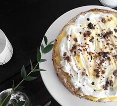 Kjempegod oppskrift på kake med sitronkrem - Franciskas Vakre Verden Scandinavian Food, Recipe Boards, Lemon Curd, Let Them Eat Cake, Frisk, Good Food, Dessert Recipes, Food And Drink, Sweets